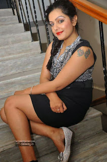 Actress-Reva-Stills-at-Naakaithe-Nachindi-Movie-Audio-Launch