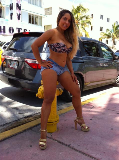 Fotos Da Mulher Mel O De Topless Em Miami Nua Pelada
