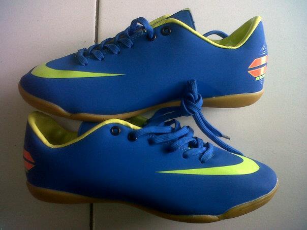 Sepatu Futsal: Sepatu futsal nike warna biru (kode F29)