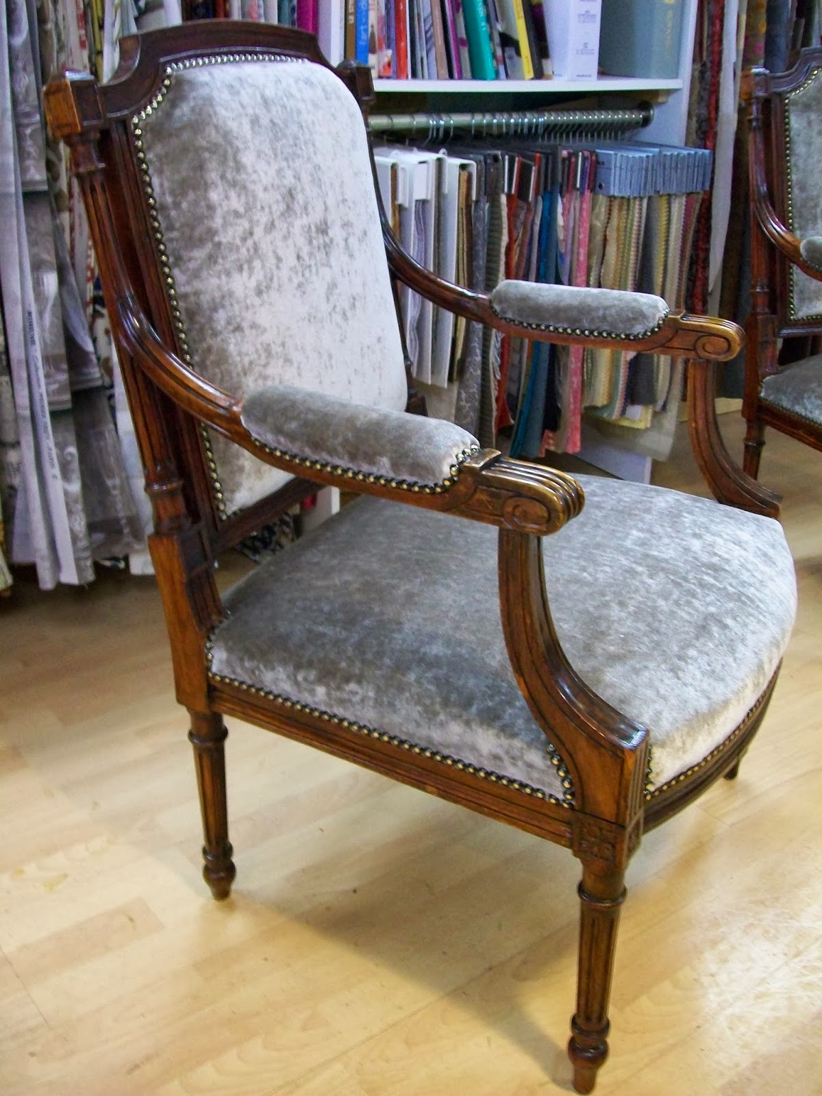 L 39 fauteuil louis xvi a colonnette - Chaise greenwich treca interiors paris ...
