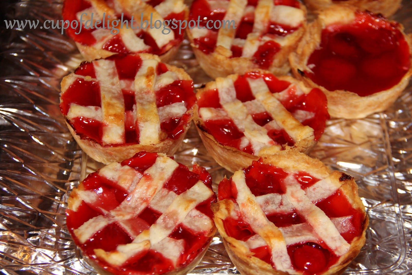 Cup of Delight: Super Easy Mini Cherry Pies {Delightful Morsel}