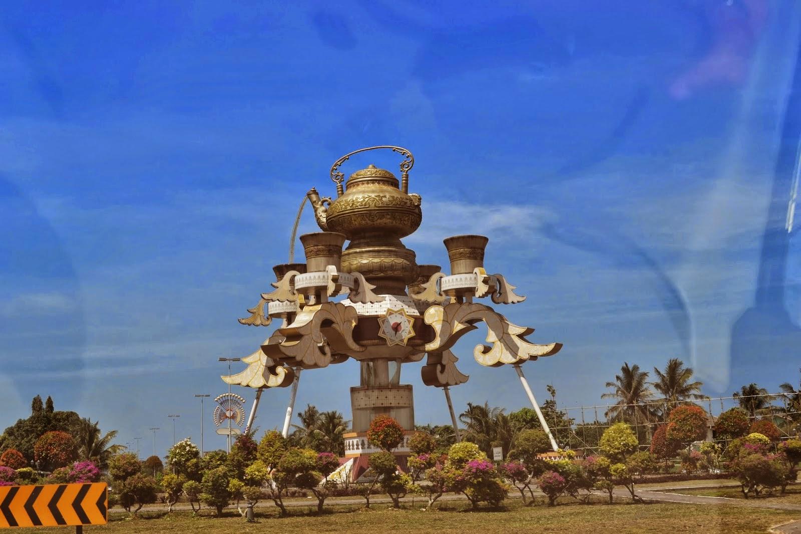 Teapot Monument