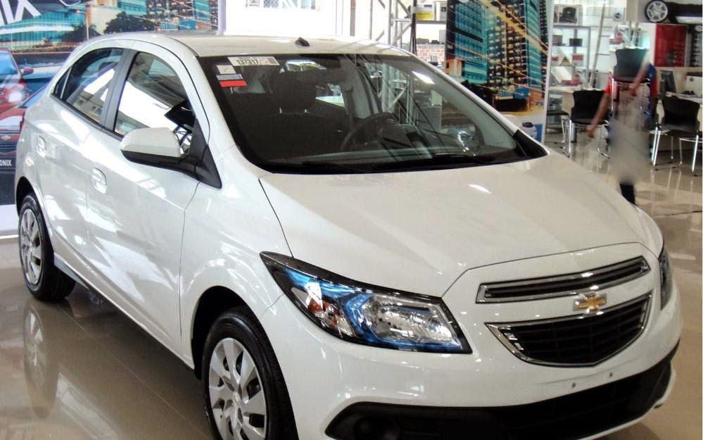 Novo Chevrolet Onix 2015 branco hatch