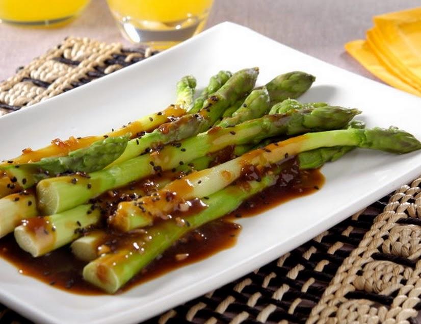 Aspargo ao Molho Oriental (vegana)