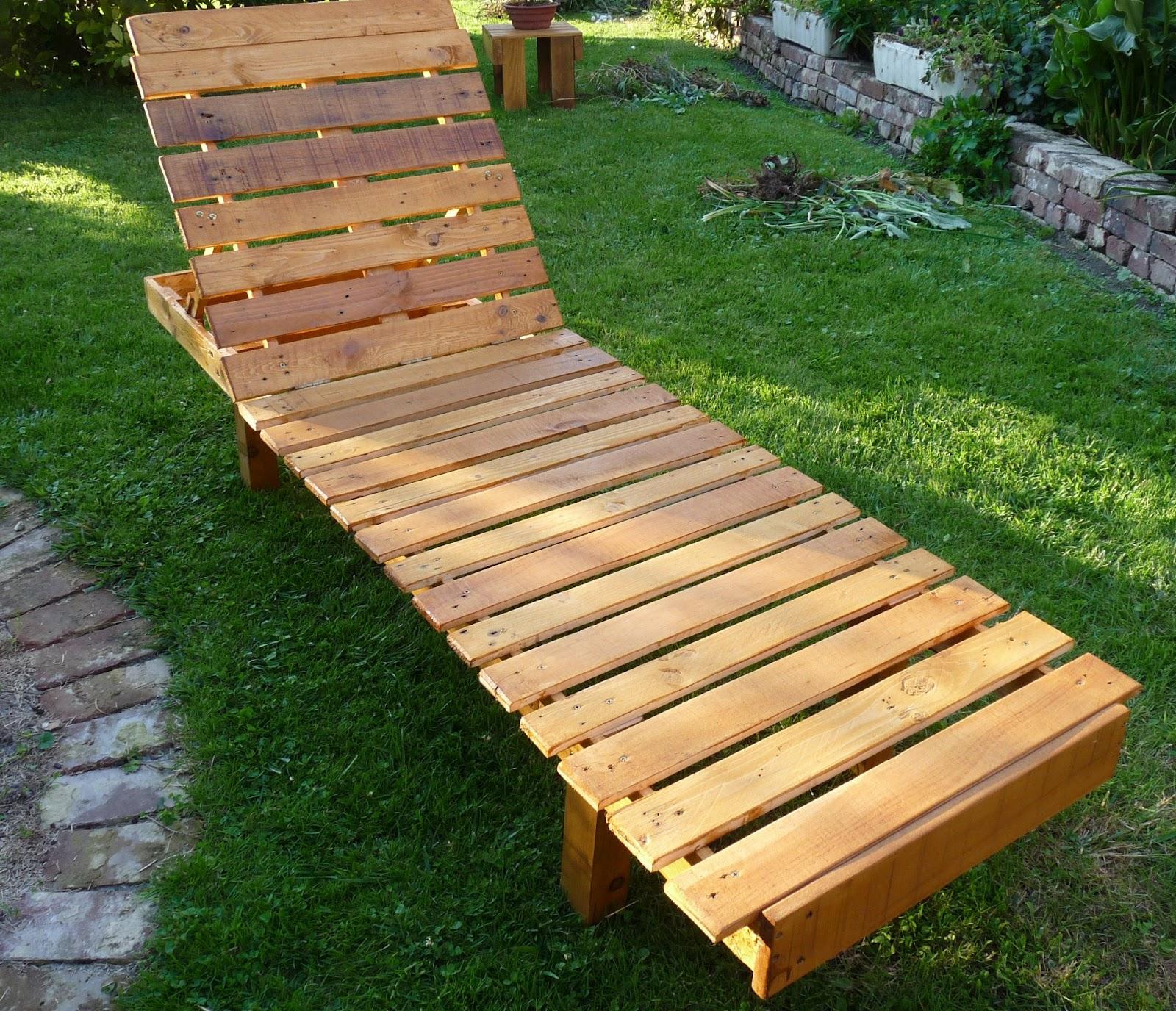 R cup cr ations par jo l et marie jo chaise longue for Chaise en palette de bois