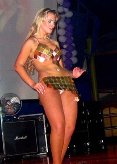 Lola Melnick A Jurada Mais Gostosa Do Brasil Paga Calcinha No Palco
