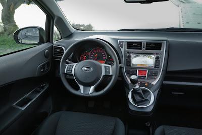 Interior de Subaru Trezia
