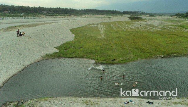 mandi di sungai Kalukubula, Kasubi