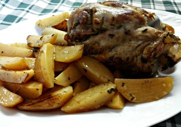 stinco di maiale al forno con patate novelle