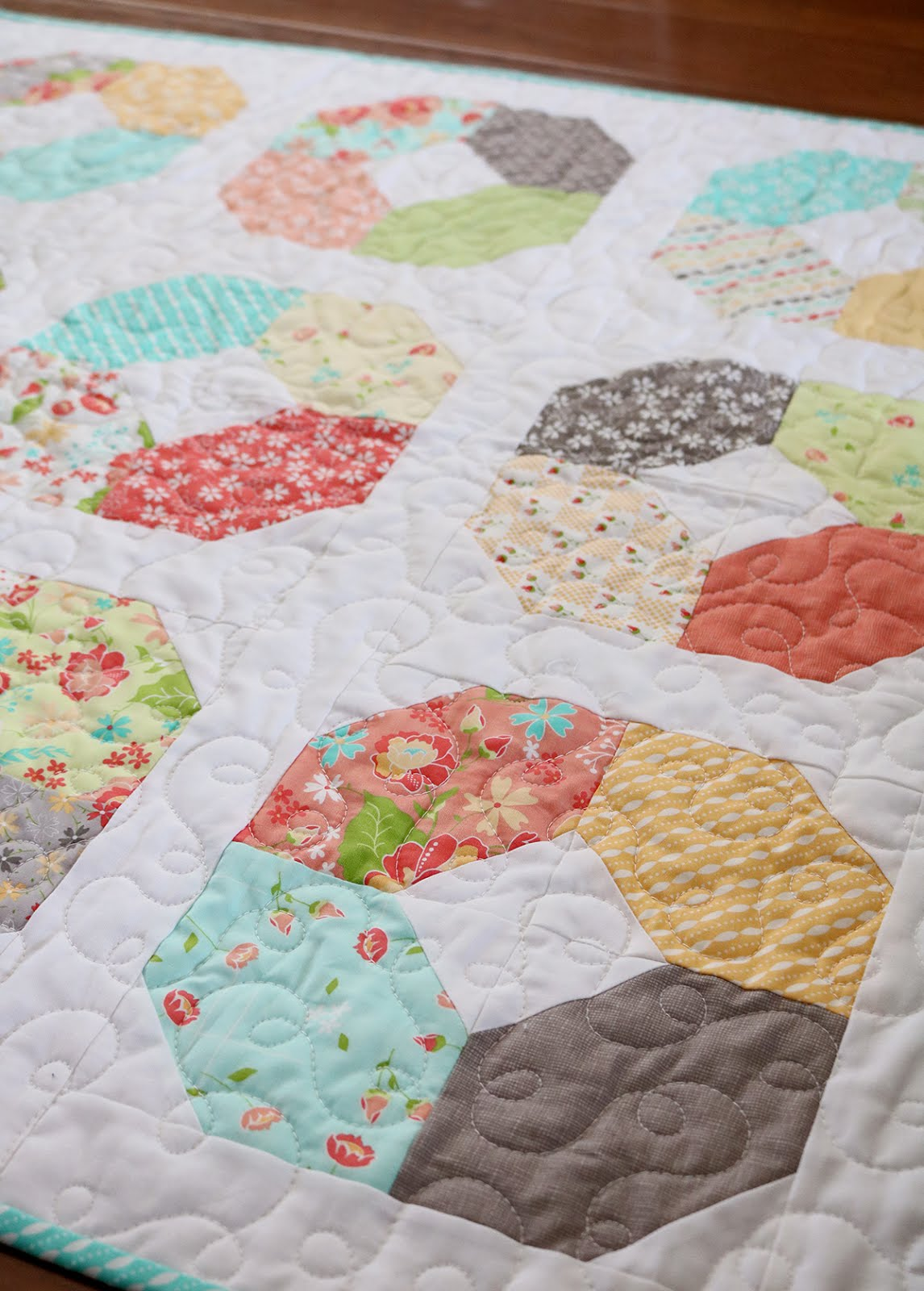 A Bright Corner Second Look Sunday Charming Lucy Free Quilt Pattern