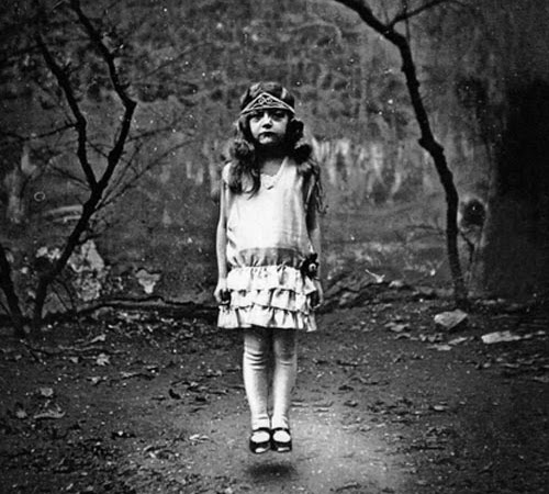 Michelle's Review: Miss Peregrine's Home for Peculiar Children by Ransom Riggs