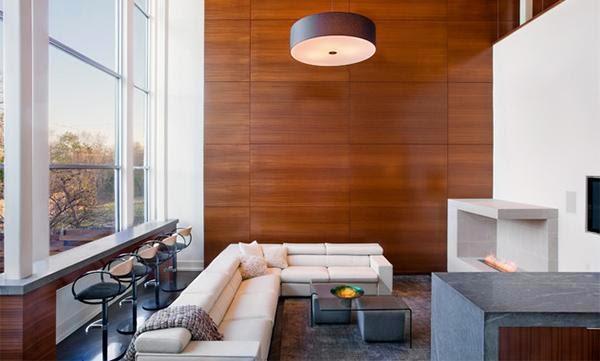 Dinding kayu pada ruang tamu