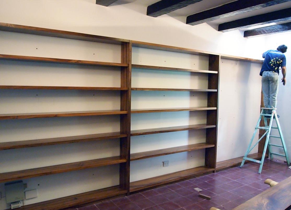 muebles a medida Escritorio y biblioteca en madera maciza