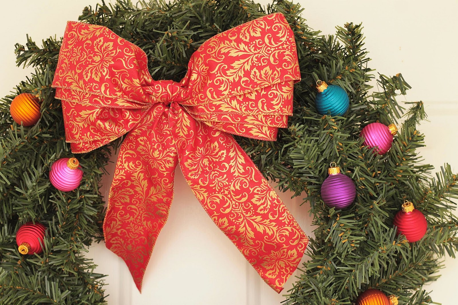 Lilyquilt: Christmas Wreath Ribbon Bow Tutorial
