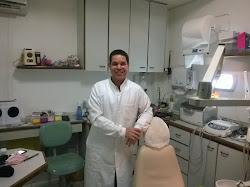 DR. MAURÍCIO DA SILVA ALMEIDA CIRURGIÃO DENTISTA
