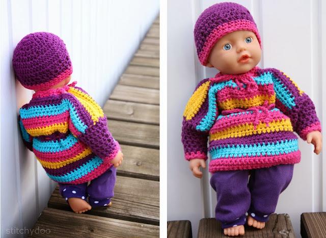 Gehäkelte und genähte Puppenkleidung. Pullover, Kleid, Hose und Mütze