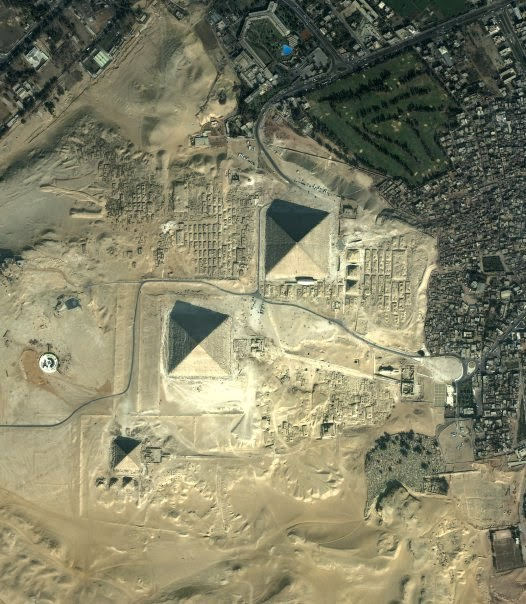 Aliens and the Pyramids of Giza