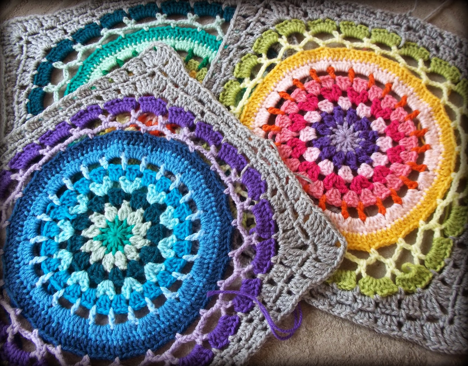 Zooty Owls Crafty Blog: Daisy Centre Mandala Square
