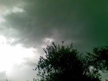 Cielo d'estate... cielo ombroso nuvole ferme lì che mi riposo! sole