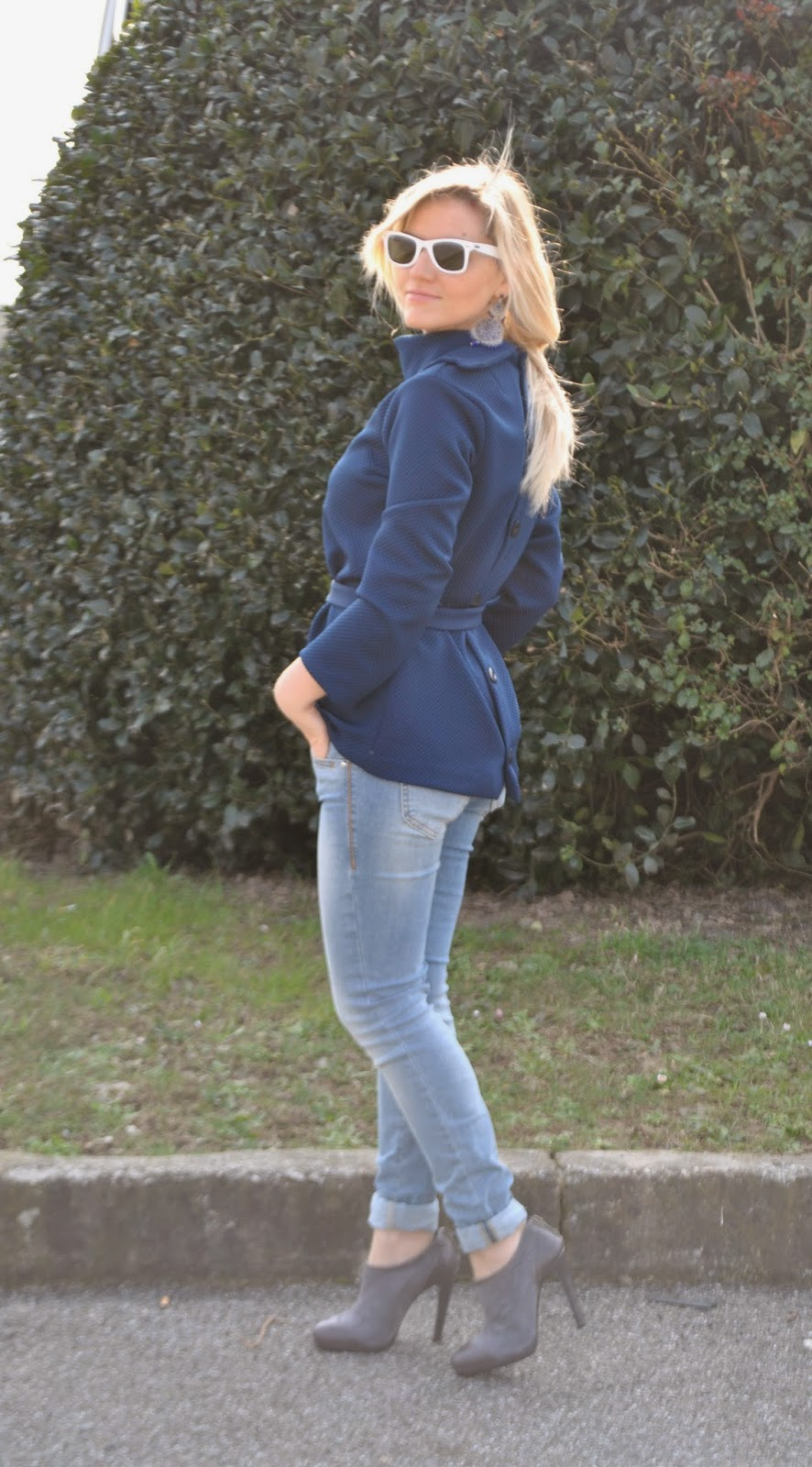 outfit giacca anni '60 outfit blu outfit jeans e tacchi outfit jeans skinny fornarina mariafelicia magno colorblock by felym fashion blog italiani mariafelicia magno fashion blogger come abbinare il blu maglia anni sessanta maglia collo alto maglia a ciambella outfit invernali casual outfit marzo 2015 outfit invernali donna casual outfit burda maglia anni '60 burda come abbinare il grigio fashion blogger italiane come abbinare gli occhiali da sole bianchi come abbinare il grigio outfit scarpe grigie orologio daniel wellington winter outfit blue outfit how to wear jeans and heels  ffashion bloggers italy blonde girl blonde hair