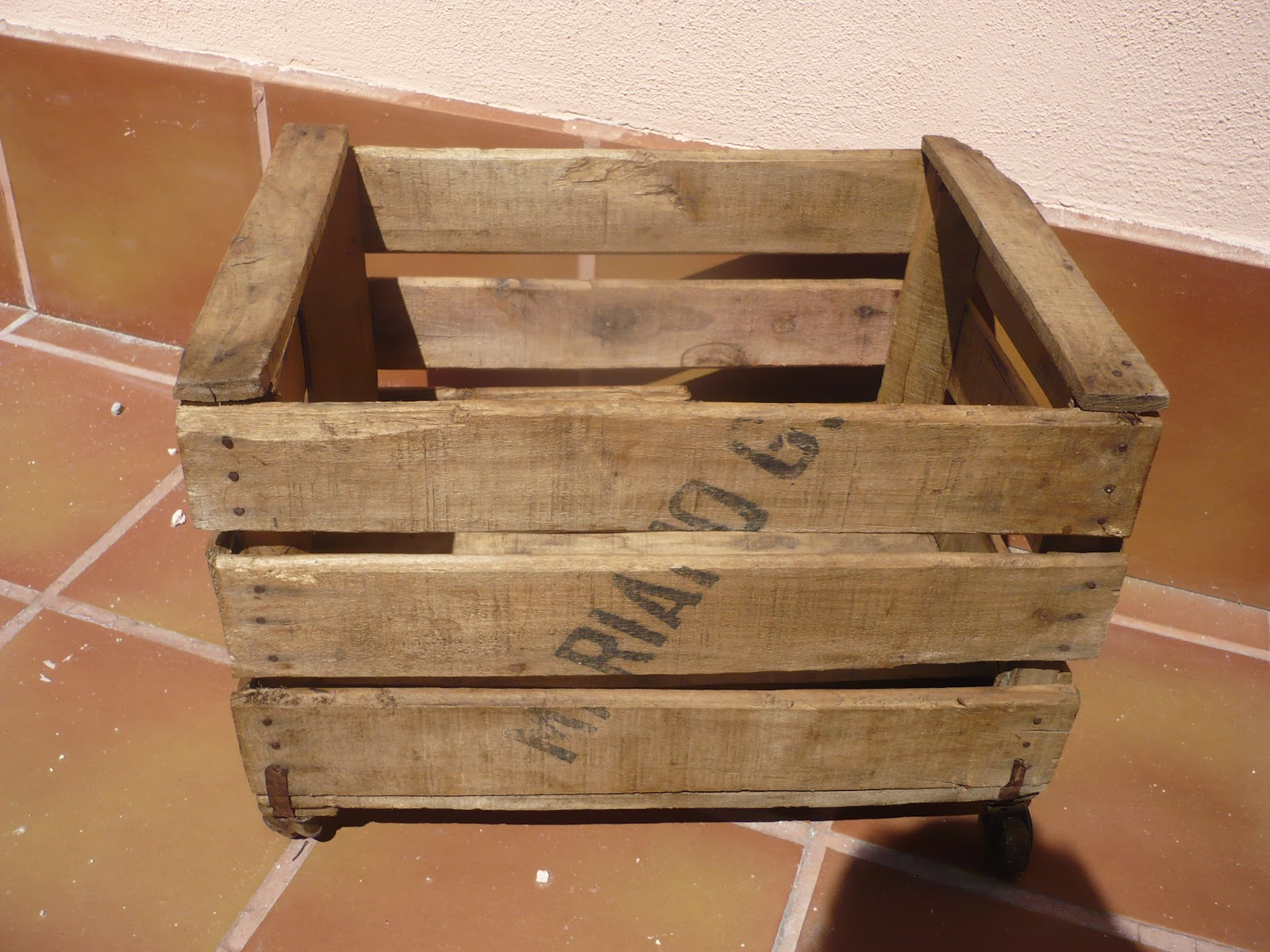 Cosas de pueblo reciclando antiguas cajas de fruta - Cajas de fruta ...
