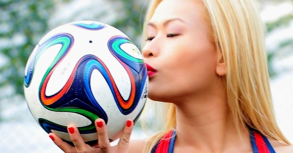 Belas do Mundial 2014 - Regina Lee Representa a Seleção Coreana de Futebol