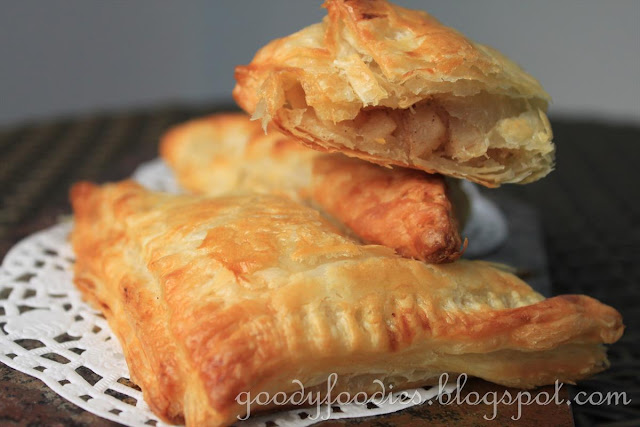 GoodyFoodies: Recipe: Spiced apple and apricot turnovers