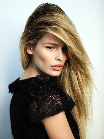Corte de cabelo feminino moderno com franja