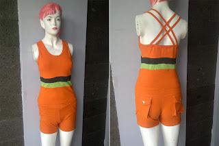 pakaian olahraga wanita