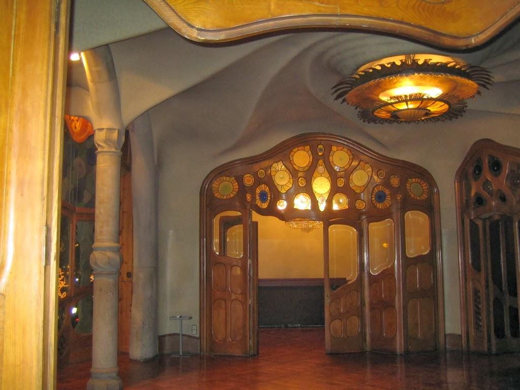 interior de la casa batll con un importante trabajo en madera y vidrio tambin creacin de gaud quien tambin dise todo el mobiliario