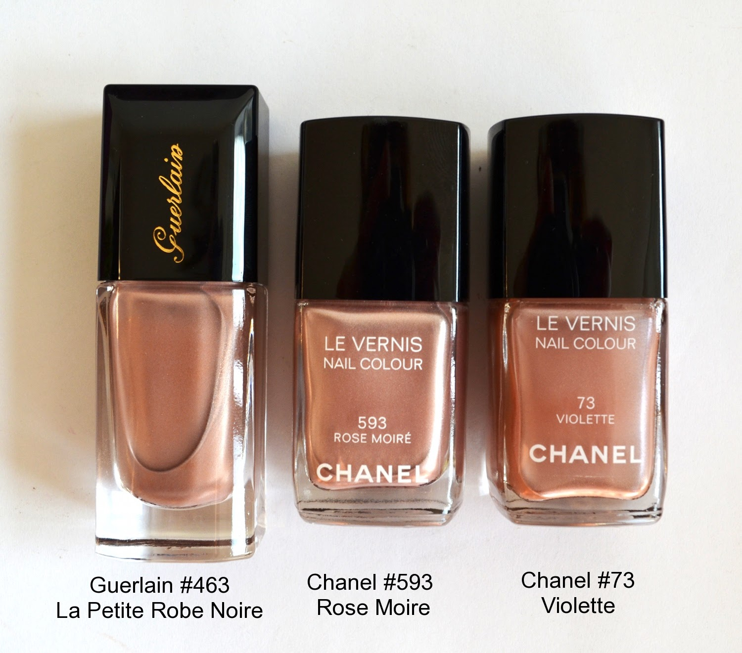 chanel le vernis 593 rose moire vs guerlain la laque couleur 463 la petite robe noire color. Black Bedroom Furniture Sets. Home Design Ideas