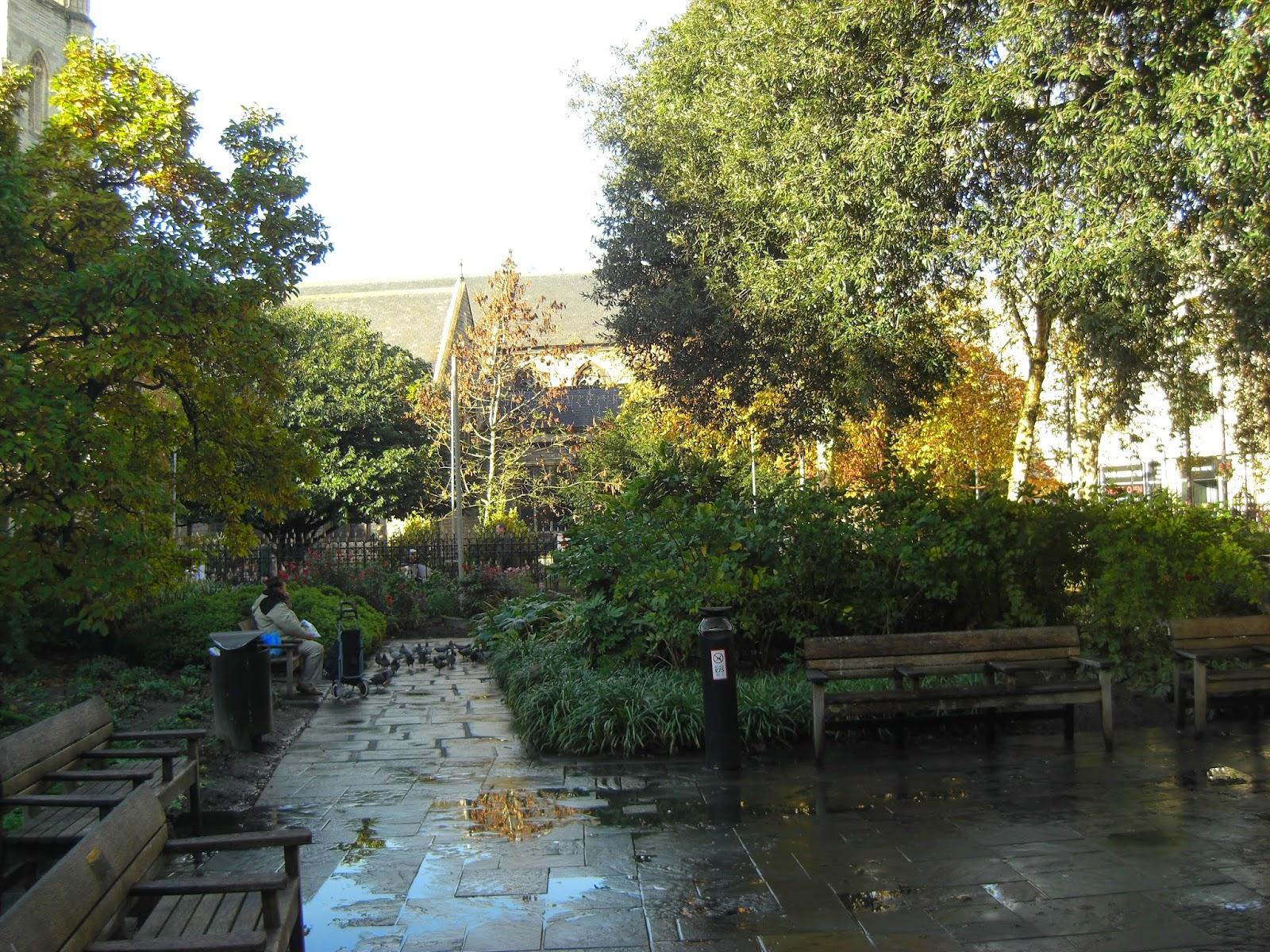 Ogródek przy kościele St. John the Baptist