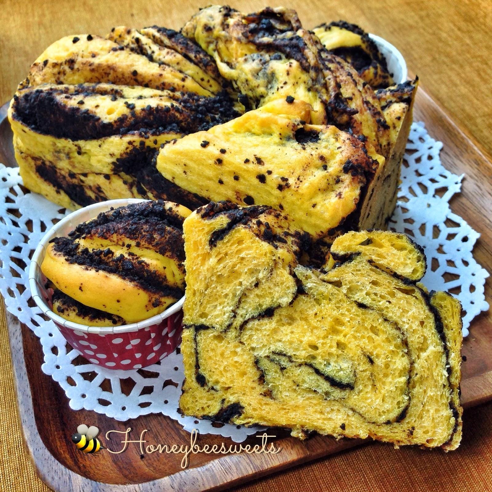 Honey Bee Sweets: Sweet Potato Bread with Oreo Crumb Filling