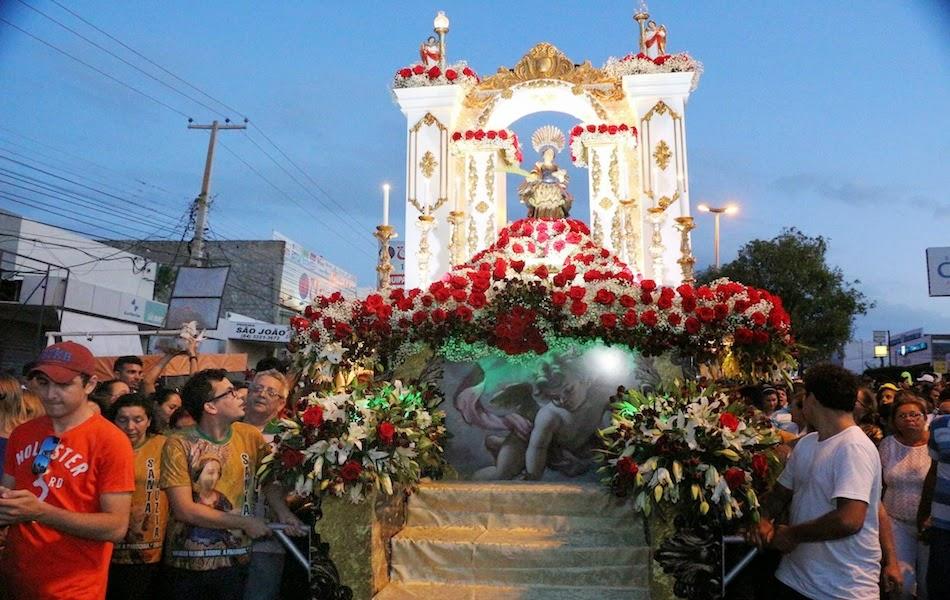 Veja imagens da procissão de Santa Luzia em Mossoró
