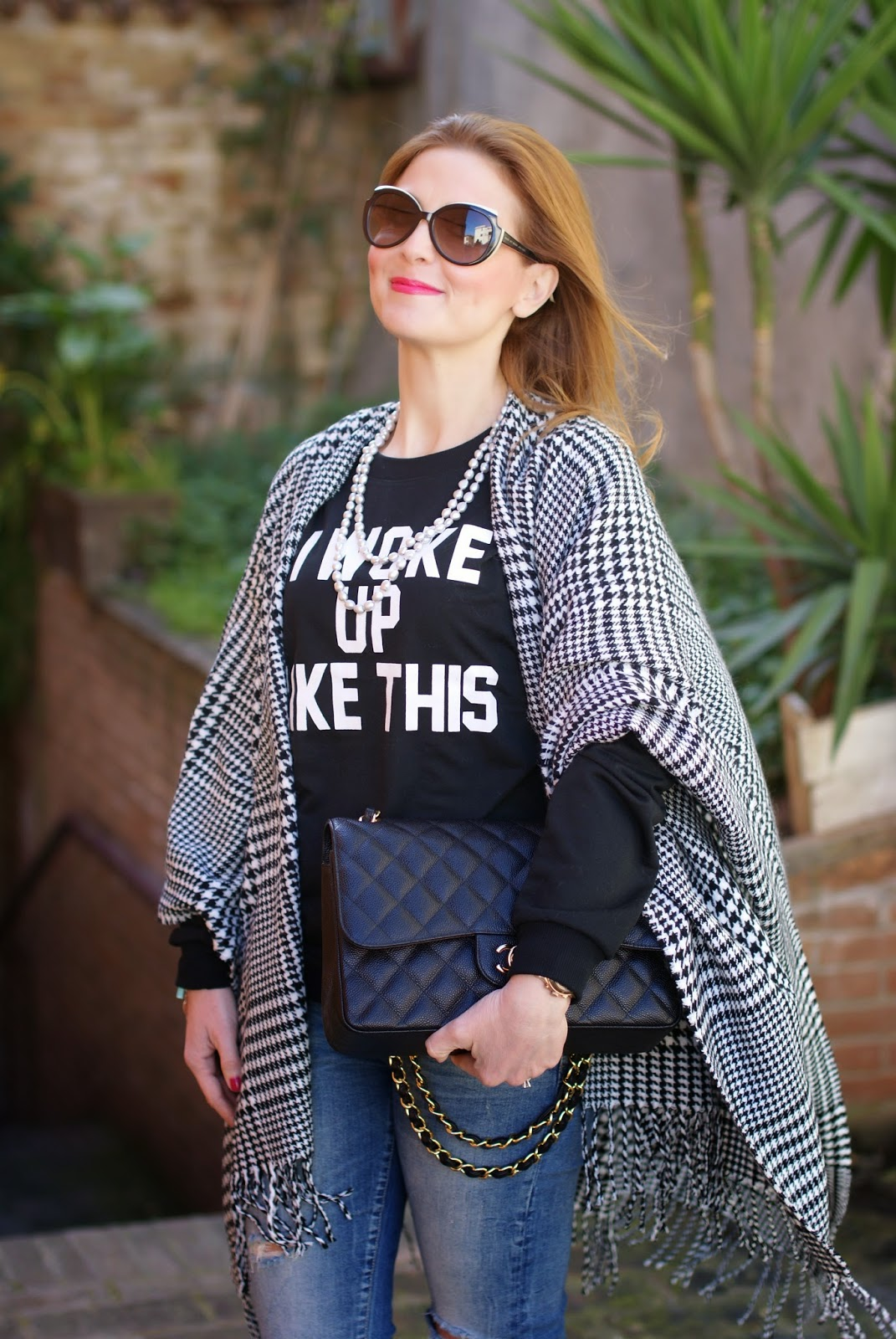 Blue Vanilla checked cape, I woke up like this, Romwe t-shirt, silver pearls necklace, Chanel 2,55 bag on Fashion and Cookies fashion blog