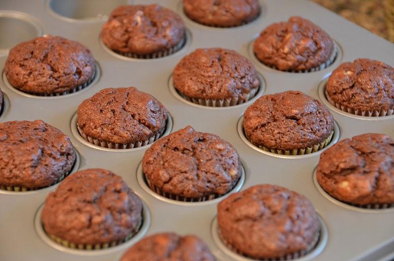 Playing with Flour: Mini chocolate yogurt snack cakes
