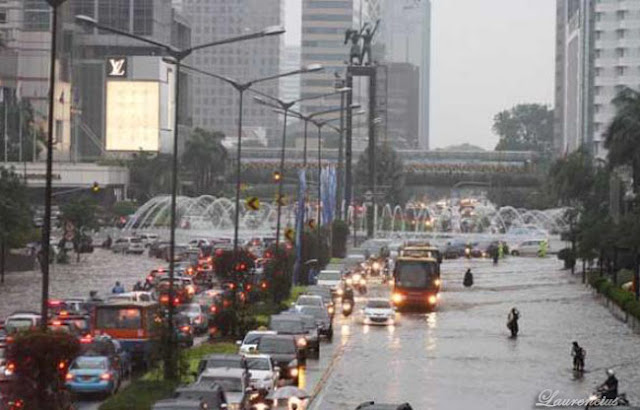 Jakarta-Lumpuh-Bundaran-HI-Banjir