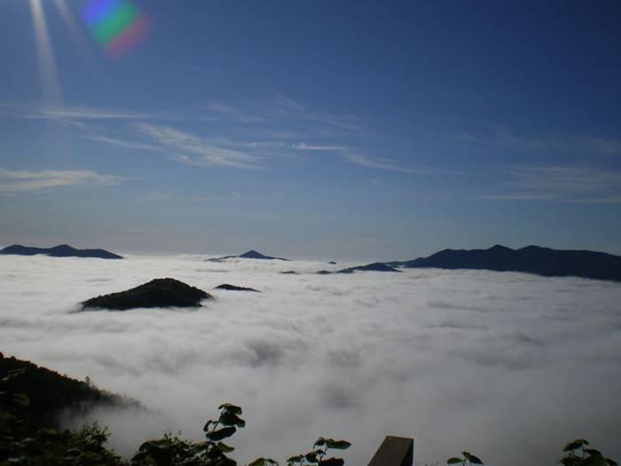 http://1.bp.blogspot.com/-vAl-U3HhYNg/UaSfZNwlq1I/AAAAAAABJaE/CBa1ro69ERA/s1600/Terrace-Unkai-Cloud-Resort-004.jpg