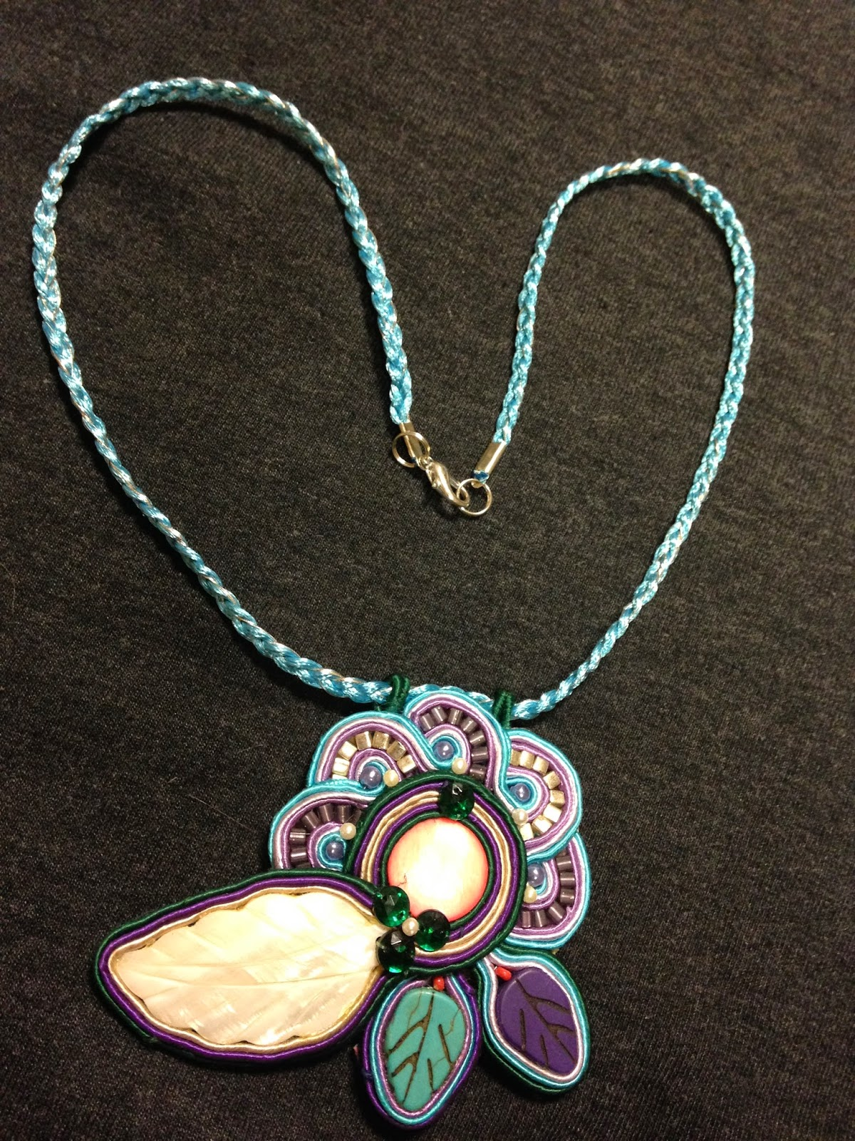 Soutache, bisutería, soutache jewelry,joyería artesana,Hand embroidered jewelry, Swarovski, collar, colgante, pendientes, broches, brazaletes, pulseras,