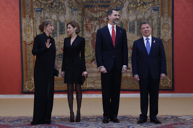Spanish King Felipe VI and Queen Letizia chat with Colombian President Juan Manuel Santos and his wife Maria Clemencia Rodriguez during the official reception of a dinner held at El Pardo Palace in Madrid, Spain,