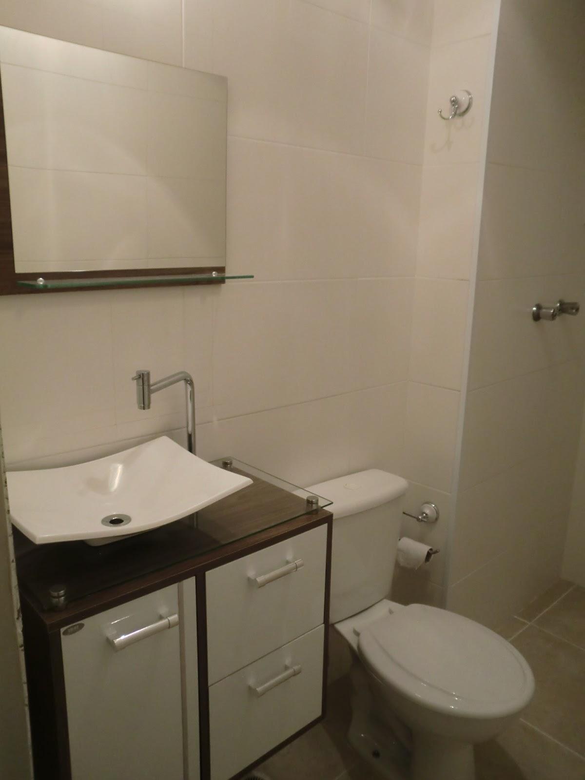 ator principal do banheiro o gabinete com tampo de vidro cuba de  #322B1D 1200x1600 Armarinho De Banheiro De Vidro