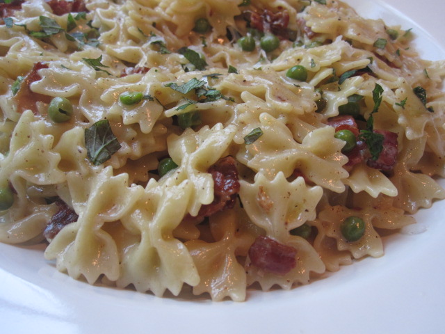 cheese+poofs+and+pasta+with+peas+and+bacon+011.JPG
