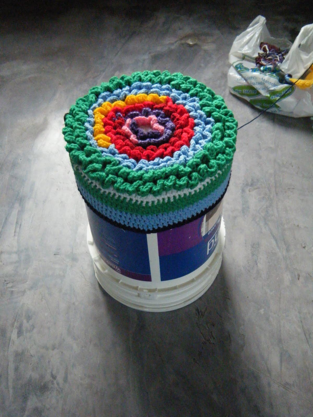 Convirtiendo un balde de pintura de 20 litros en un puf - Como hacer pintura ...