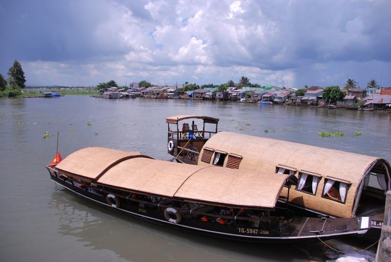 Tàu du lịch tham quan Mekong tại Đồng Tháp - Photo An Bùi