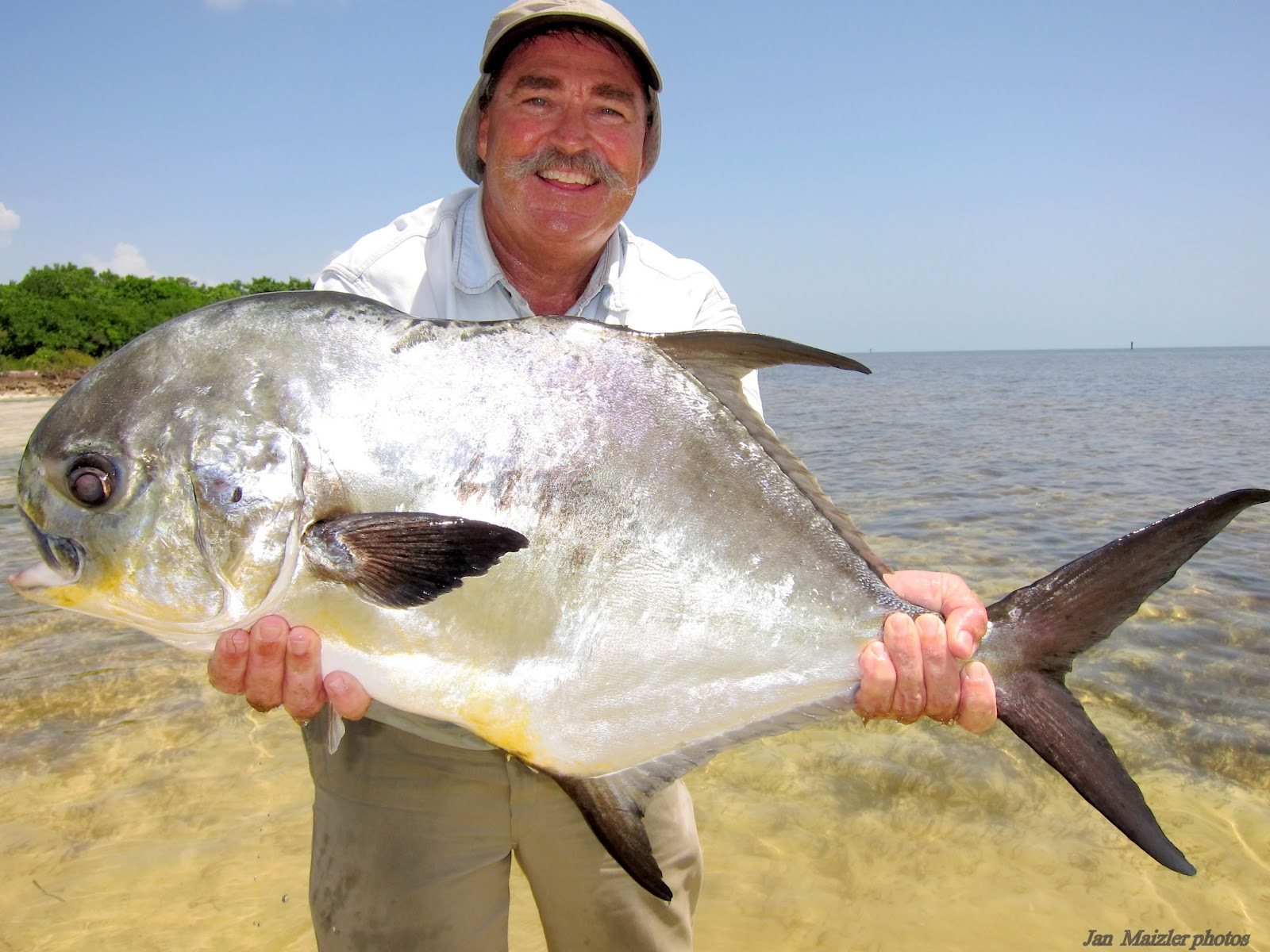 Flatsfishingonline more images of capt bob branham by for Capt bob fishing