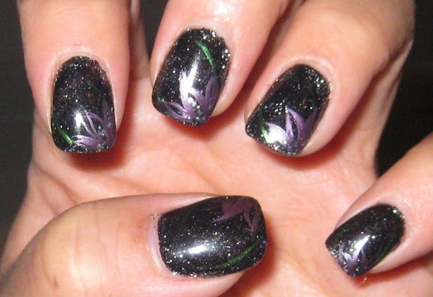 black nail polish designhttp
