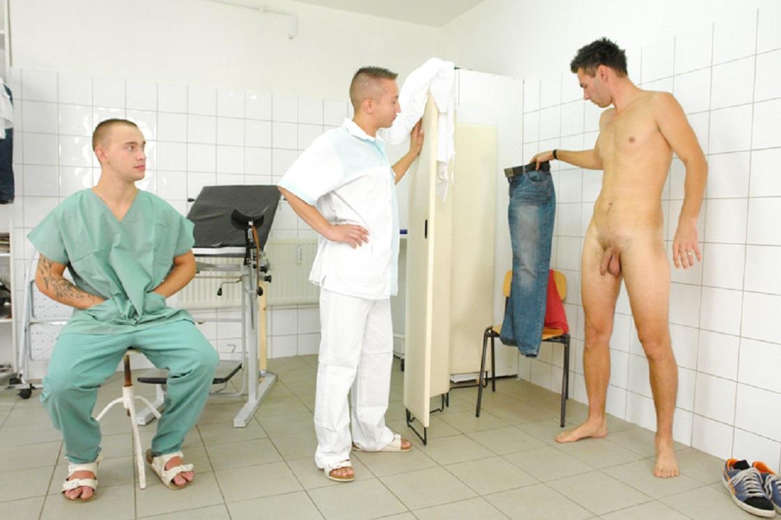 Doctors sucking college guys cock foto 89