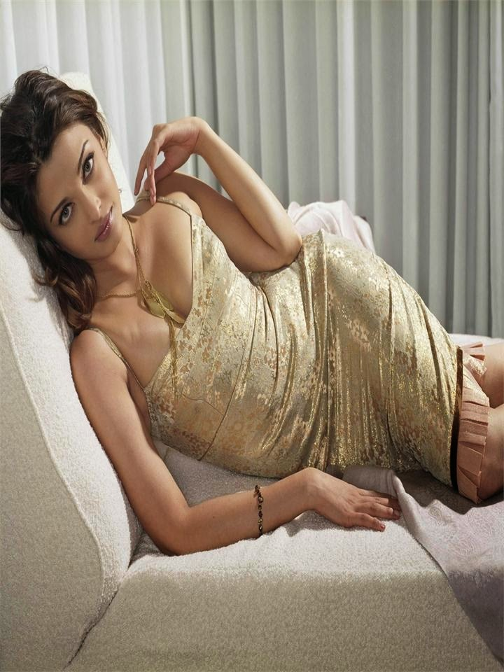 Aishwarya Rai sleepig on counch cleavage pops out hot pics unseen rare aishwarya rai hot pics collection for entertainment only hot bollywood actresses hot pics