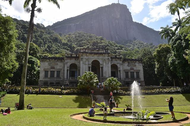MANSÃO DO PARQUE LAGE E CHAFARIZ - CRISTO AO FUNDO