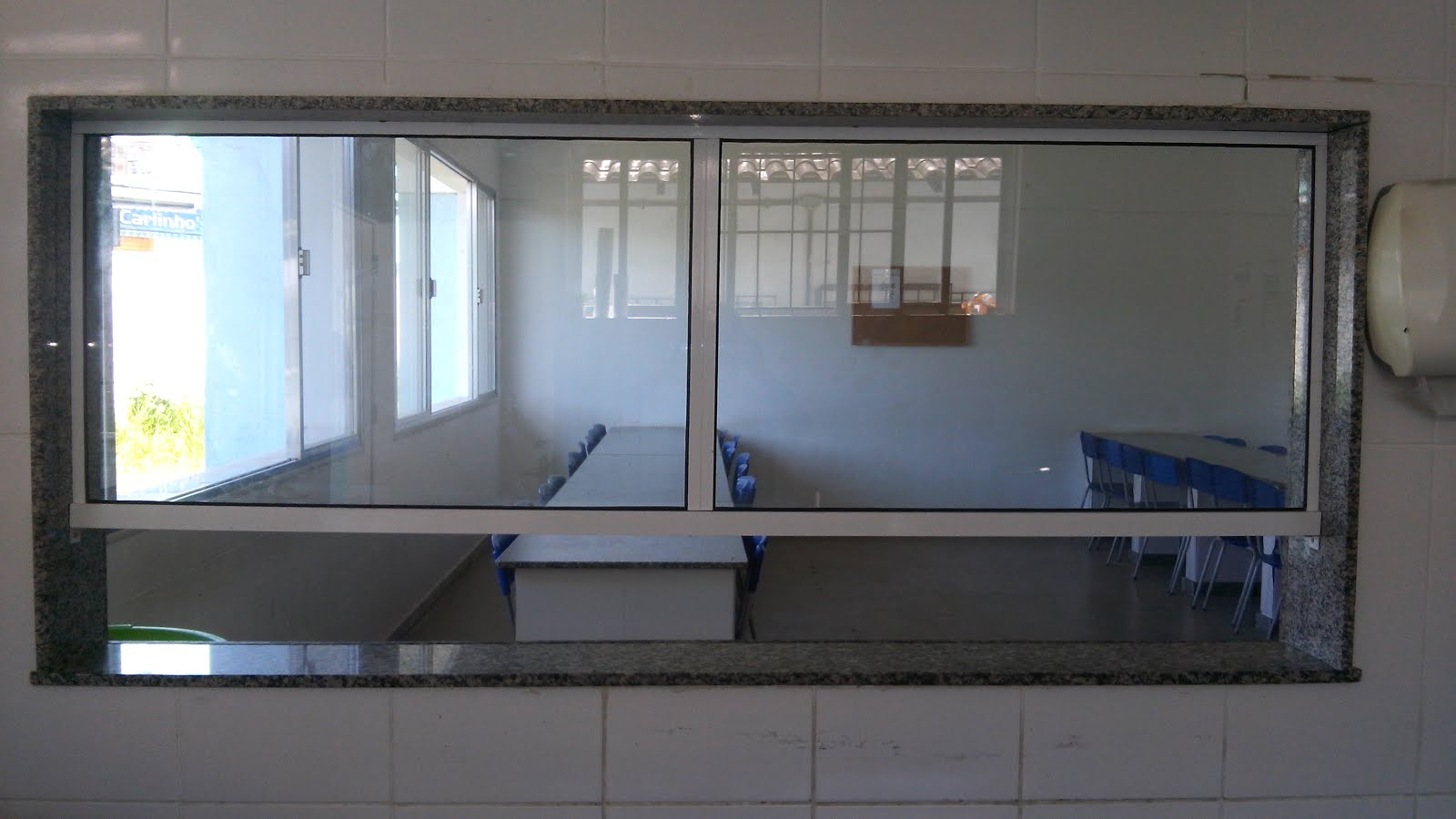 Instalação de vidro e moldura em refeitório da Escola Estadual  #3E758D 1600x900
